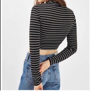TOPSHOP LONG SLEEVE MOCK NECK CROP TOP